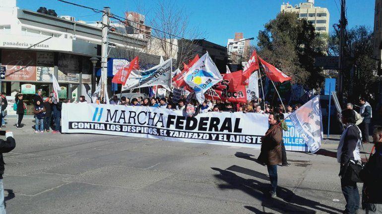 Partió la marcha federal contra el tarifazo, los despidos y el ajuste