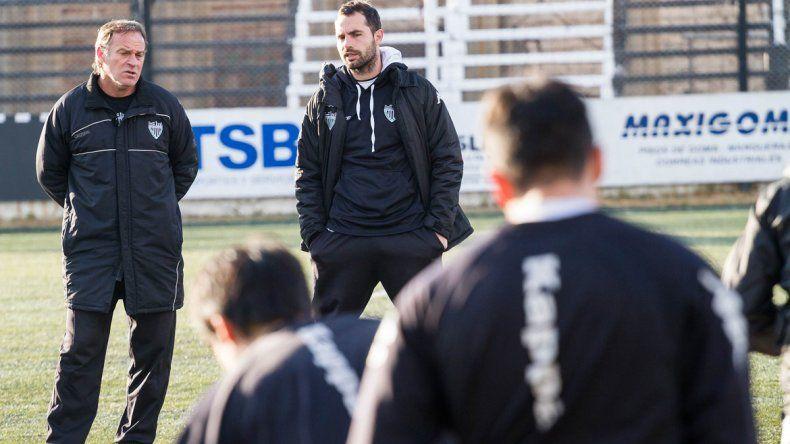 Homann confirmó a Villacorta en el lateral izquierdo del Albinegro.
