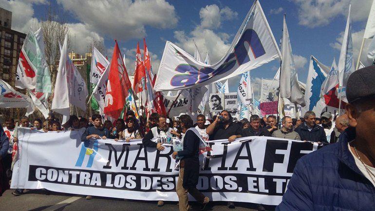 ATEN (izquierda) participó ayer en Buenos Aires de la Marcha Federal contra el tarifazo