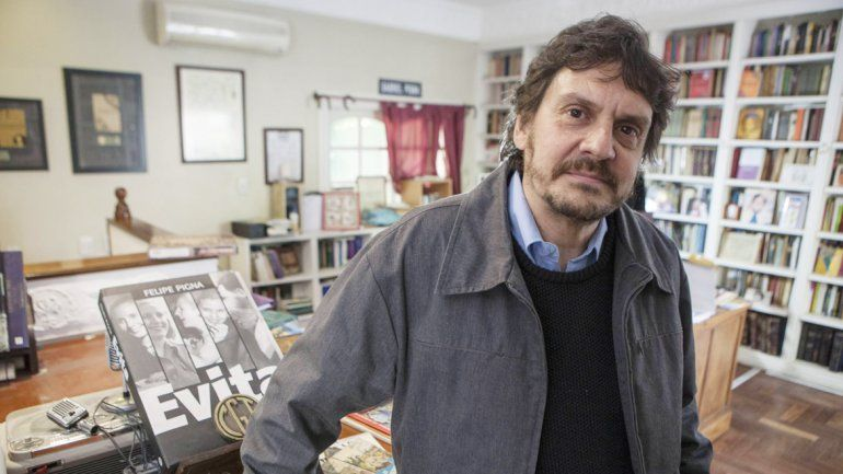 Más allá del creador de la bandera. Pigna aseguró que Belgrano fue un hombre altamente completo e interesante.