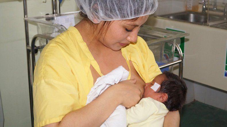 También tiene un efecto analgésico y atenúa el dolor que sufre el bebé.
