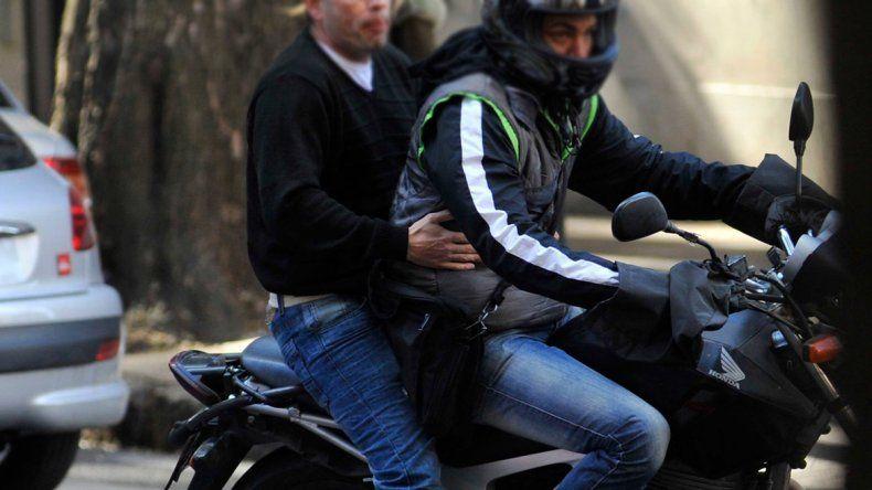 Otro ataque de motochorros a una mujer en un semáforo: le robaron todo