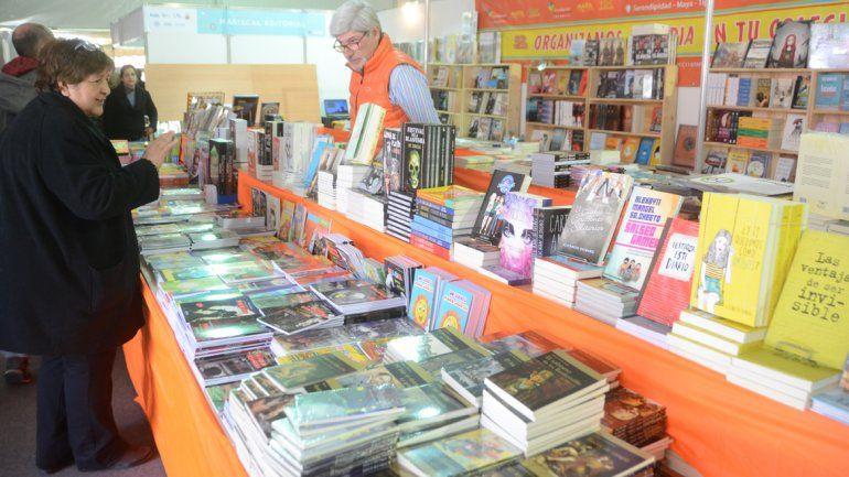 La literatura uruguaya se vivió en la Feria del Libro de Neuquén