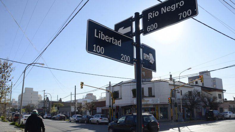 100 semáforos peatonales en las esquinas más transitadas