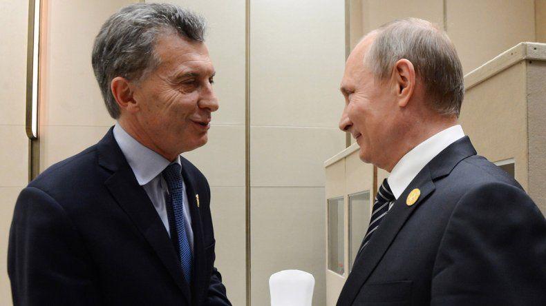 Macri y el saludo con Putin