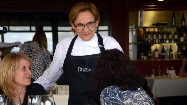Dolli se lució en el Saurus Restaurant en Bodega.