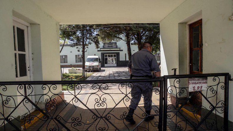 Las autoridades federales derivarán al Hospital Muñiz al interno que tiene tuberculosis para su tratamiento.