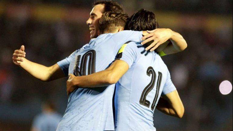 Uruguay goleó por 4 a 0 a Paraguay en el Centenario