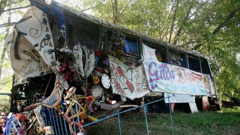A 50 kilómetros de donde ocurrió el accidente se levantó un santuario en el que se encuentra el micro que la trasladaba a sus shows.