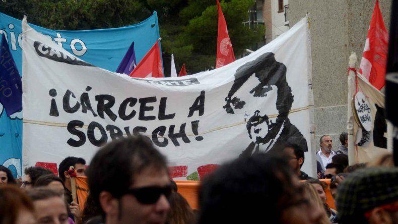 El pedido de justicia por Fuentealba no acabó. Van a nacionalizarlo para activar una causa internacional.