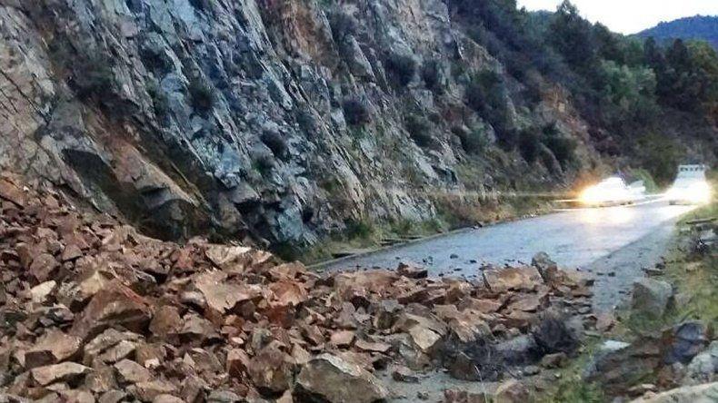 Susto por el desmoronamiento de una ladera en un acceso de San Martín de los Andes
