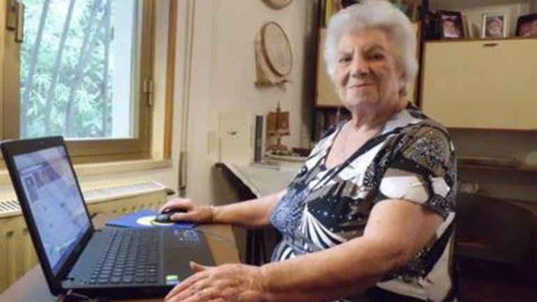 Con 98 años se convirtió en la cibernona de Face