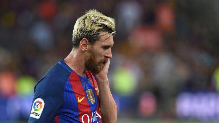El desconsuelo de Messi tras la inesperada derrota del Barcelona.