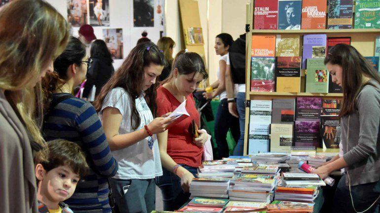 Miles de personas visitaron la feria. Aficionados a la lectura y en familia.