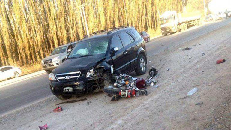 La moto Mondial 250 cc chocó de frente contra la camioneta Kia Sorento.