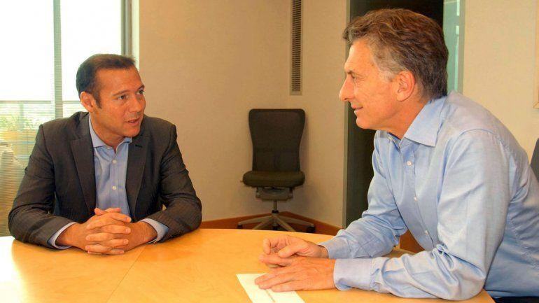 Omar Gutiérrez junto al presidente Mauricio Macri.