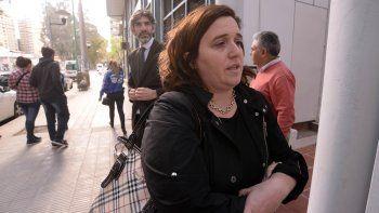 Soledad Gennari, vocal del TSJ, junto a Débora Valle, una de las víctimas. Al lugar se acercó personal de Delitos y el fiscal Maximiliano Breide Obeid.