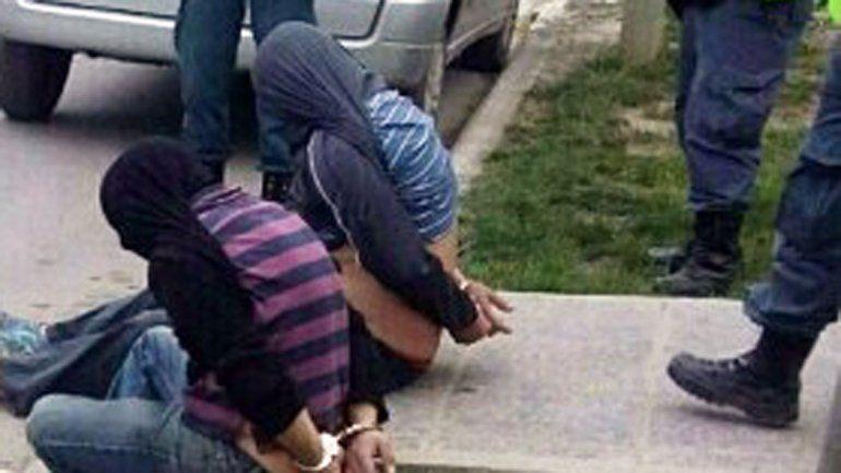 Los dos barreteros fueron detenidos por el llamado de un vecino.