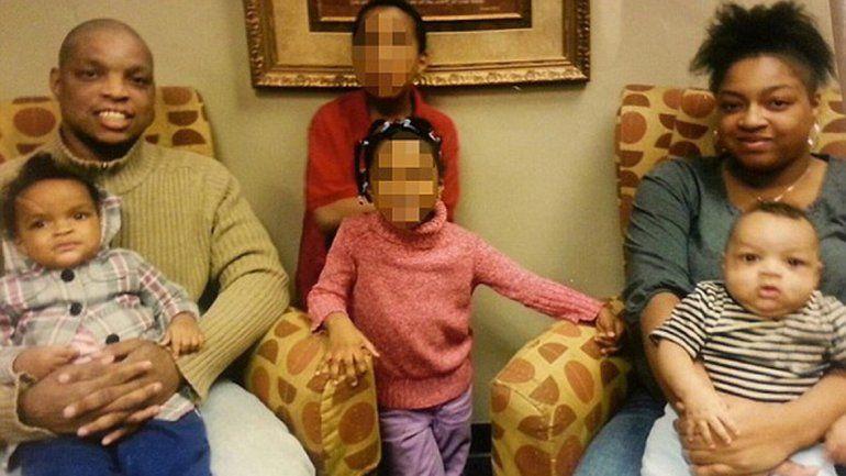 La mujer mató de 20 puñaladas a su beba y asfixió a la de 2 años.
