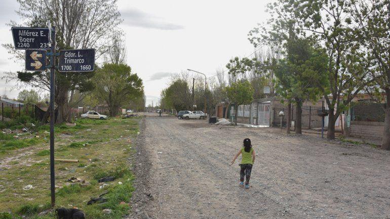 Las redes troncales de cloacas son obras necesarias para los habitantes del barrio. Los contratos para el inicio de los trabajos se firmaron la semana pasada.