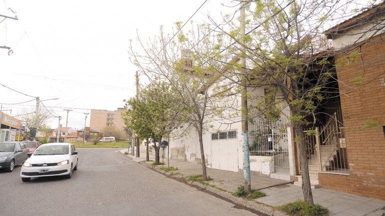 La casa de la víctima está sobre calle Alem a metros de Alderete. Las agresoras huyeron en un auto.