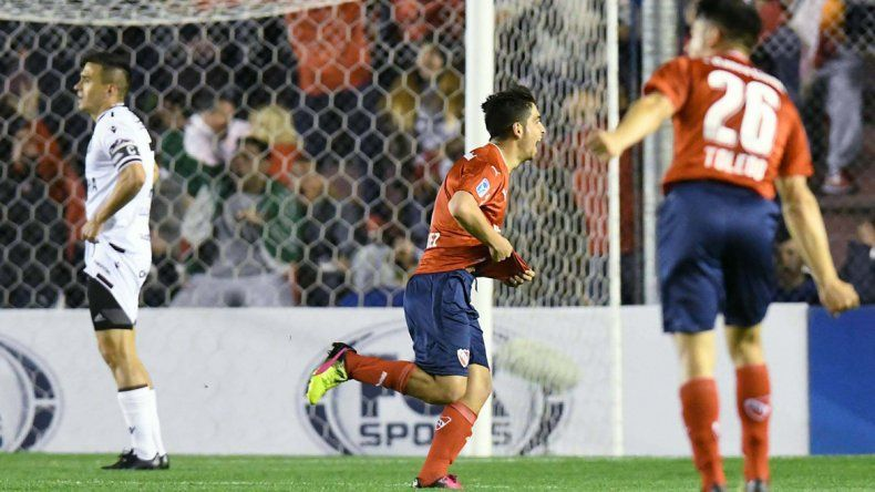 El remate del jugador de Independiente dejó sin opciones a Monetti. El Rojo ahora jugará con Chapecoense por los octavos de final de la Sudamericana.