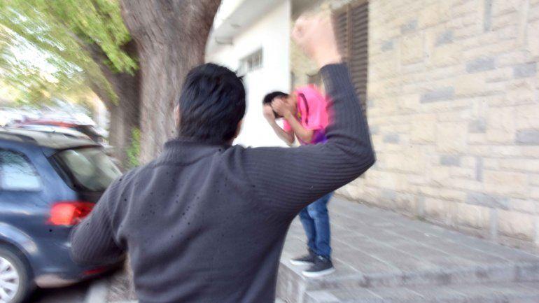 El padre de su novio lo amenazó con destriparlo por ser gay