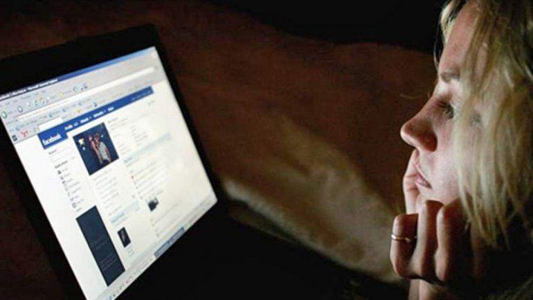 Denunció a sus papás por subir sus fotos a Facebook