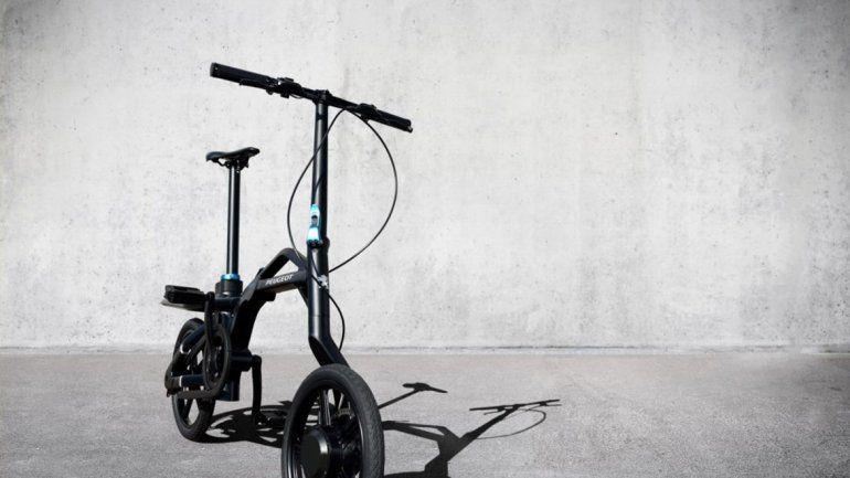 Este diseño es de Peugeot. Puede ir a 20 km/h y pesa apenas 17 kilos.