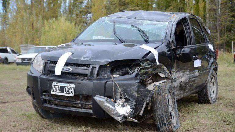 Así habían quedado los dos vehículos involucrados en el siniestro. El conductor de la EcoSport pasó en rojo pero fue sobreseído por la pena natural.