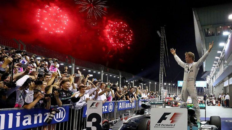 Rosberg ganó en Singapur y recuperó el mando del campeonato
