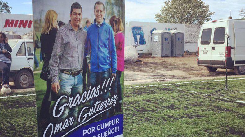 Un banner con la foto de Gutiérrez y los logos generó polémica.