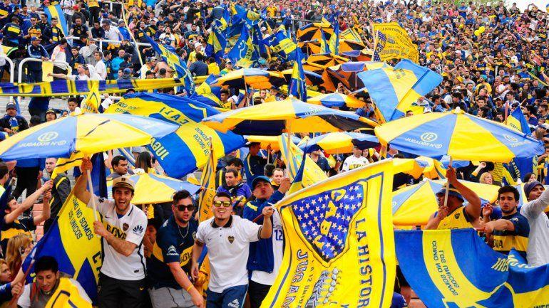 La hinchada de Boca copó la tribuna visitante con unas 13 mil personas. La parcialidad de Godoy Cruz reclamó volver a ser local en su estadio.