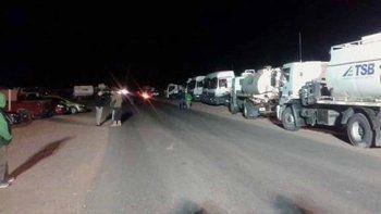 Un grupo de camioneros bloquea el acceso a petroleros en Rincón