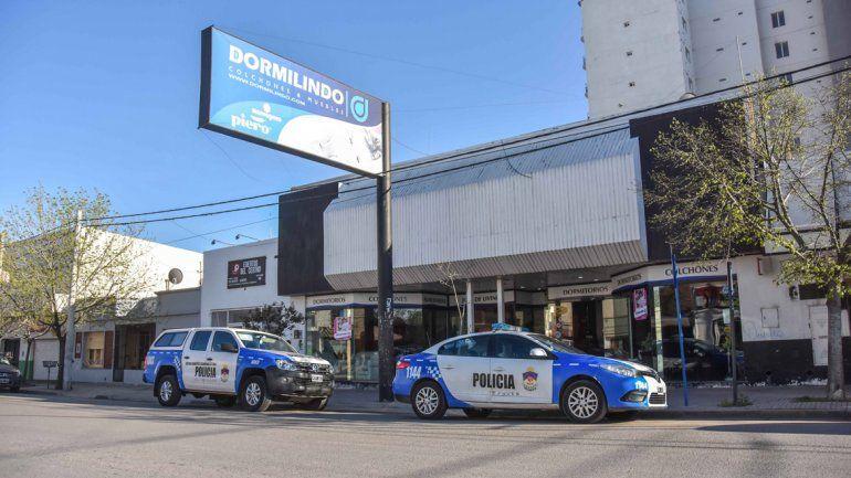 Un policía escuchó la explosión del vidrio