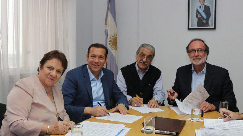 Gutiérrez rubricó el importante convenio ayer en Buenos Aires.