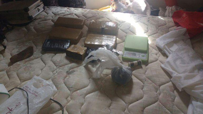 Durante el procedimiento encontraron seis ladrillos de marihuana.