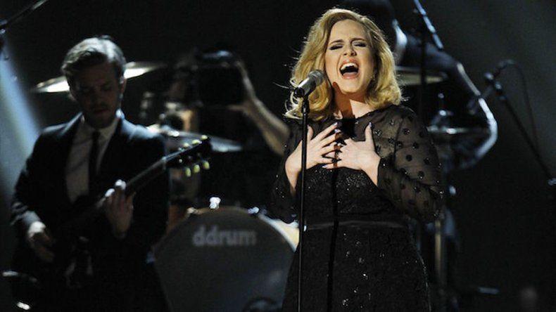 Adele le dedicó un concierto a Angelina Jolie y Brad Pitt tras sudivorcio