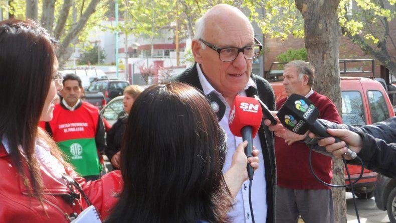 Jubilados estatales neuquinos protestaron en Casa de Gobierno