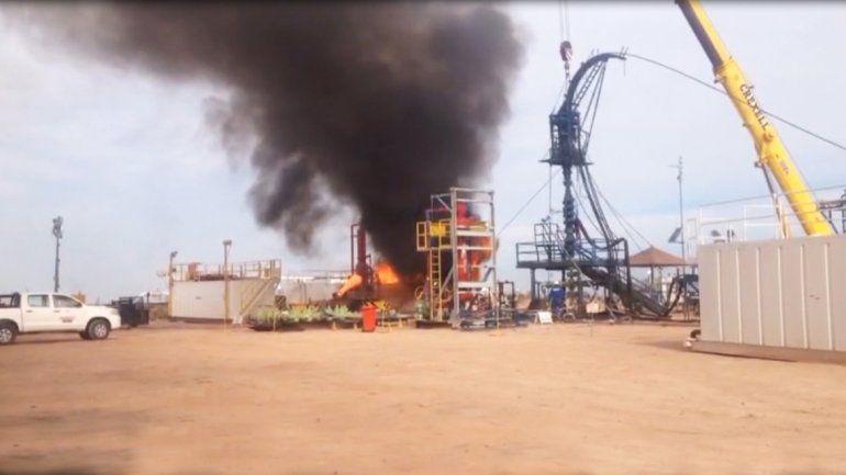 El fuego comenzó en una pileta petrolera