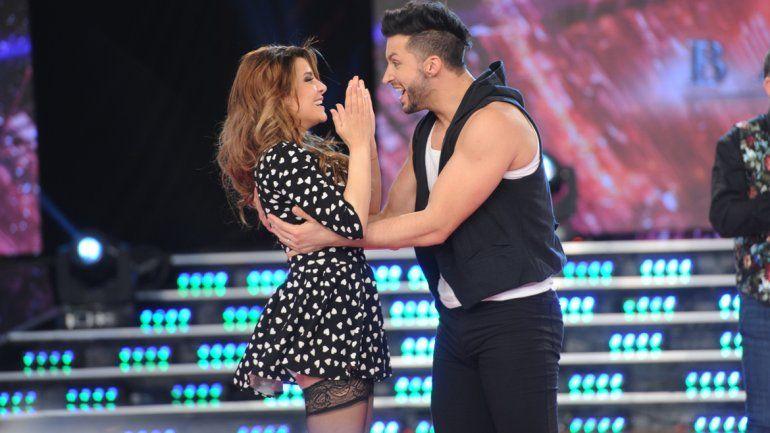 La joven está acompañada por el bailarín neuquino Leandro Nimo