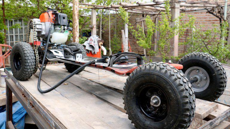 El joven emprendedor se llama Lucas Miranda. Comenzó a diseñar el vehículo hace dos años y ya lo piensa vender.