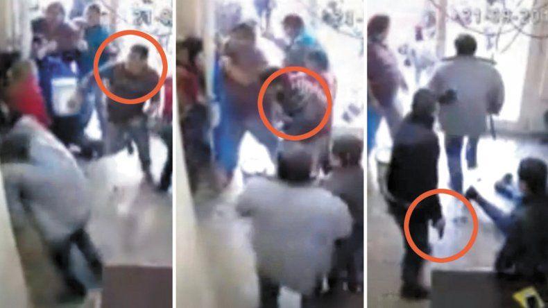 Las capturas de video muestran la secuencia de forcejeos entre la Policía y los manifestantes y cuando Bastidas recibe el disparo de bala (arriba). En la última toma