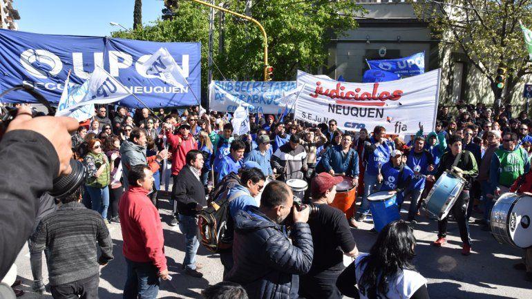 La movilización se inició en el monumento a San Martín y finalizó frente a la Casa de Gobierno