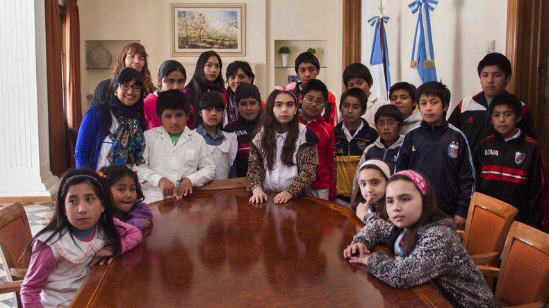 Alumnos de la Escuela Albergue 83 de Chacaico Sur conocieron la Casa de Gobierno