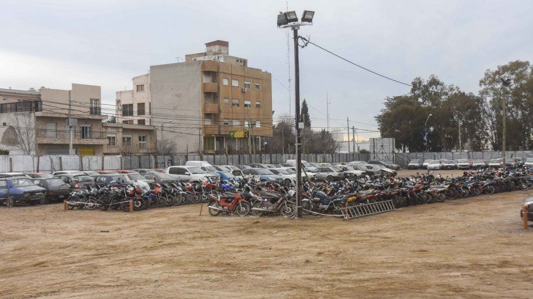 Los depósitos municipales están saturados de vehículos que no son reclamados por sus dueños.