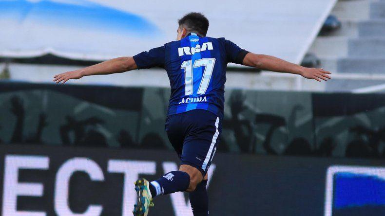 El festejo del Huevo por uno de sus goles en el José Amalfitani. El neuquino es la figura indiscutida de la Academia en el torneo.