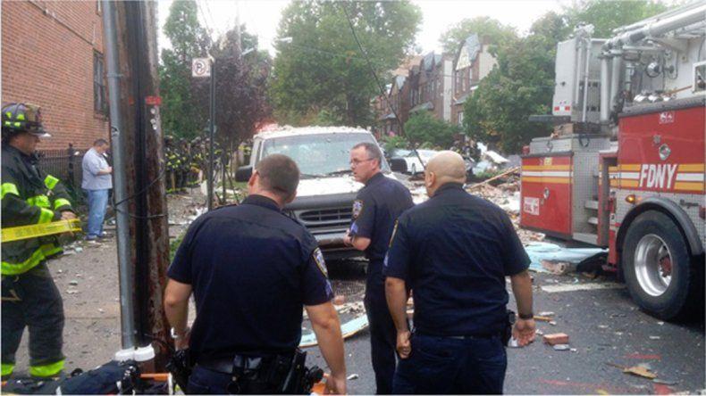 Los vecinos llamaron a la Policía pensando que se trataba de una fuga de gas. Hay seis agentes heridos.