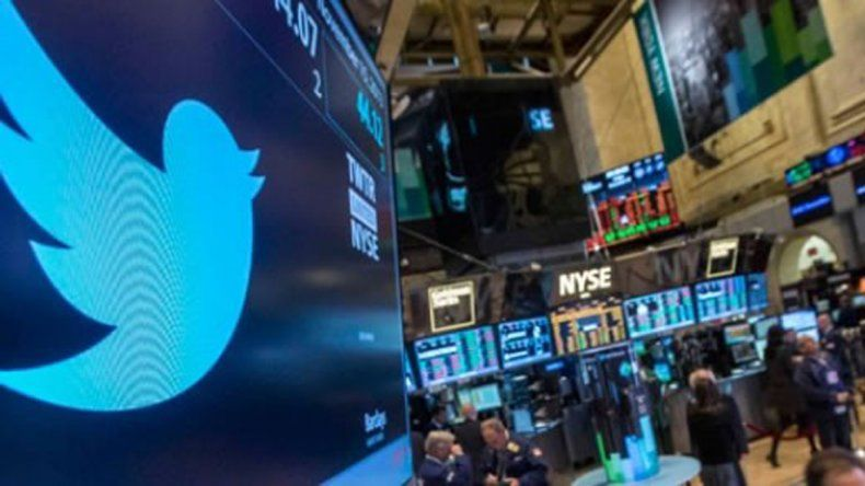 Los dueños de Twitter están dispuestos a vender la compañía y dicen que están especulando para lograr la mejor oferta antes de fin de año.