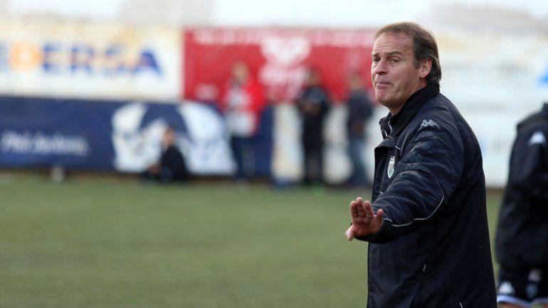 Incertidumbre en los entrenadores de Independiente y Cipolletti. Deberán esperar para armar sus equipos.